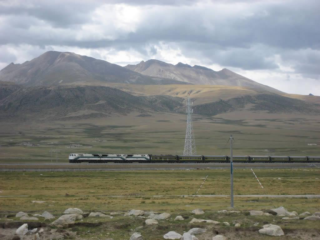 Beatiful fall sightseeing in the Tibet train