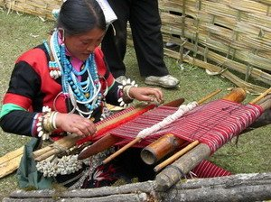 A Tibetan woman weaving Pulu